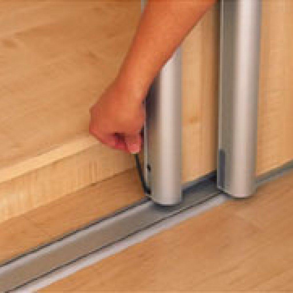 Как поставить двери шкафа-купе: фото и видео монтажа и крепл.