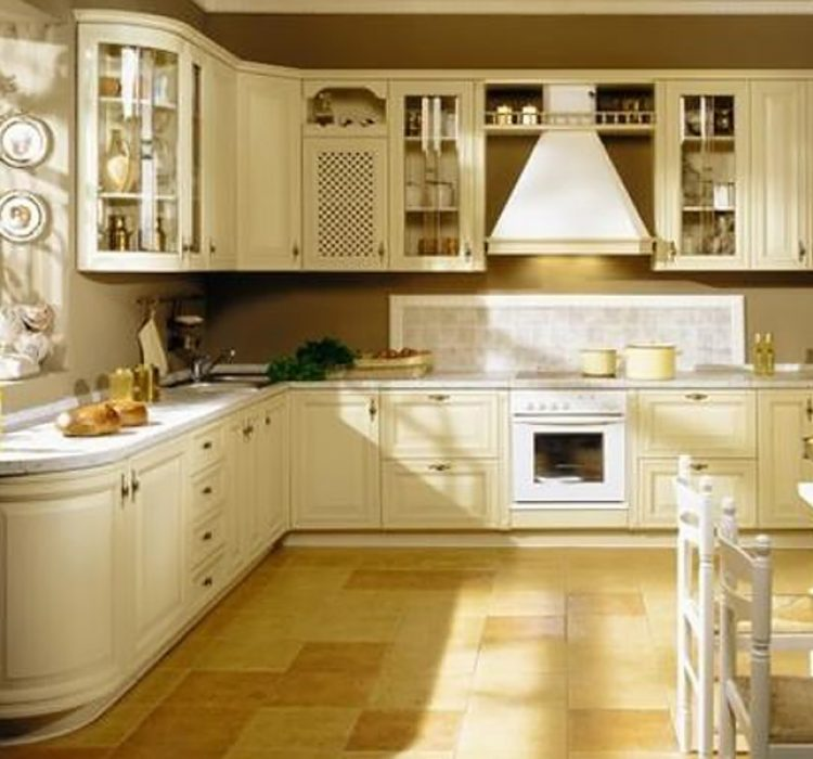 Кухня с фасадами из массива