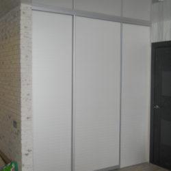 Гардеробная с одной дверью купе
