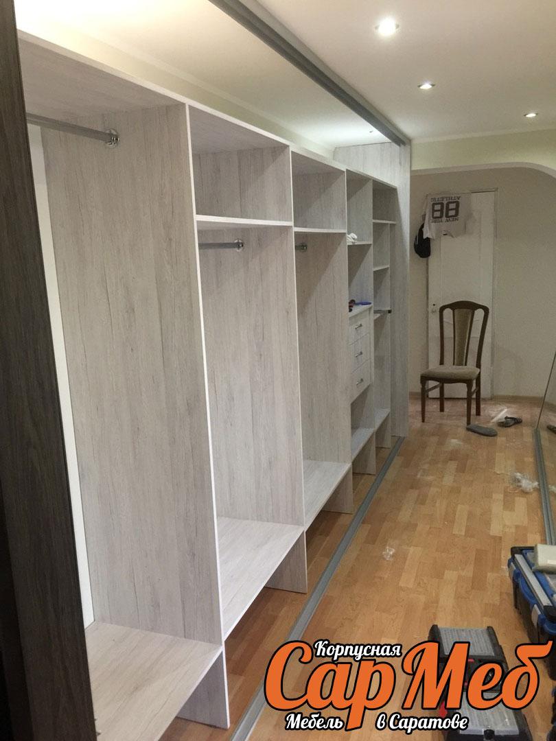 Большой шкаф купе с пятью зеркальными дверьми в Саратове
